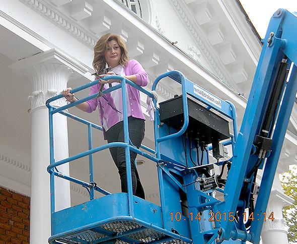 "(above) Borough Clerk Laura Reinertsen putting the ""K"" in Kenilworth back on Borough Hall. Photo by Kathleen Moschitta, Deputy Borough Clerk Borough of Kenilworth."