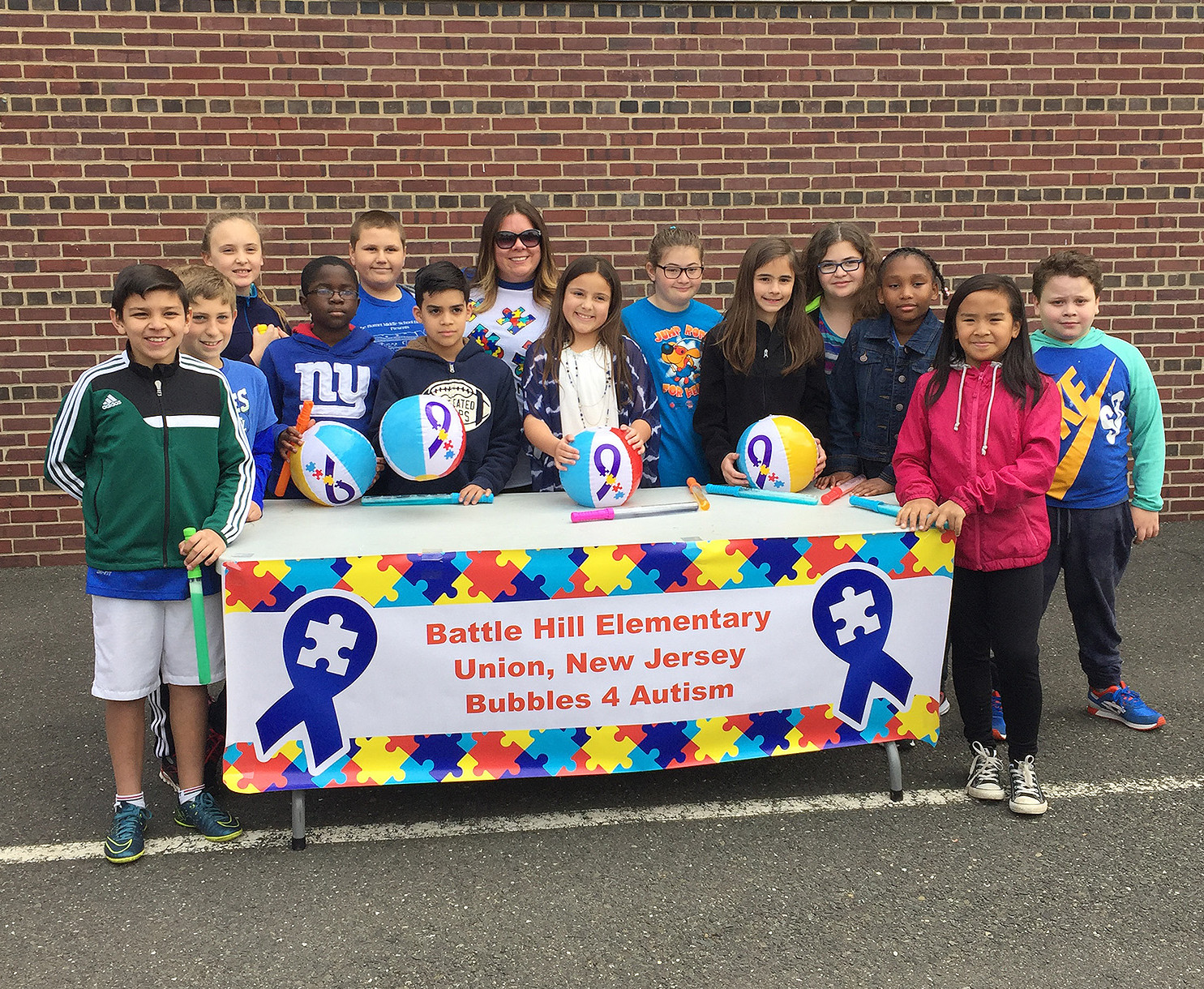 (above) Students of Battle Hill Elementary School, in Union Township Bubbles 4 Autism 2016.