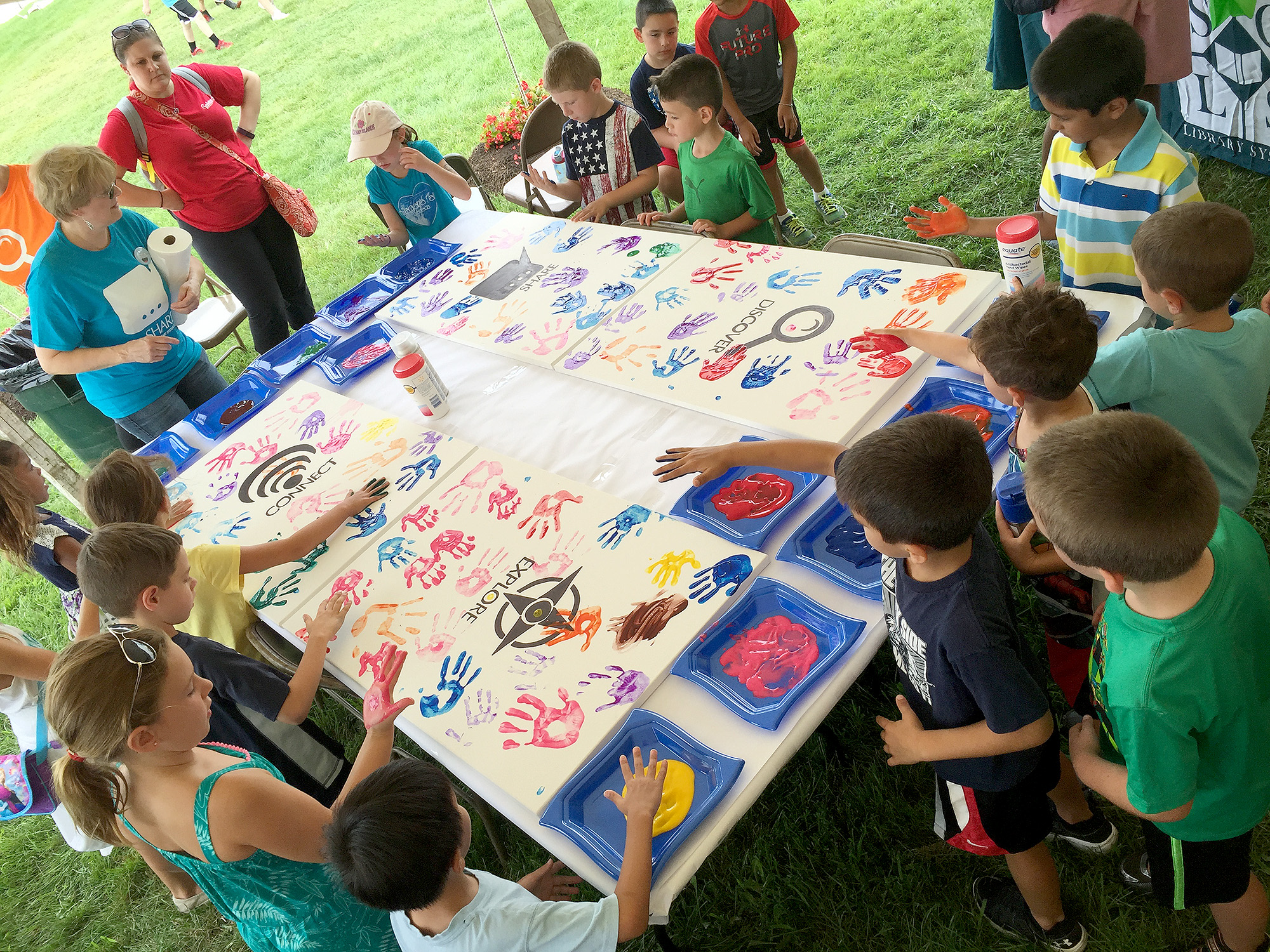 (above) Children participating in the creation of the Somerset County Community Mural which will be on tour to all of the Somerset County libraries
