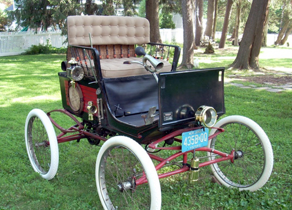 Carriage to Car Day at the Museum of Early Trades & Crafts @ Green Village Road in front of the historic James Library Building